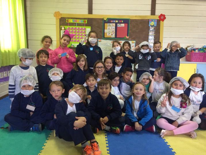 """Projeto """"Cuidando do Corpo"""" conscientiza alunos da Escola Aldeia Betânia sobre higiene pes"""