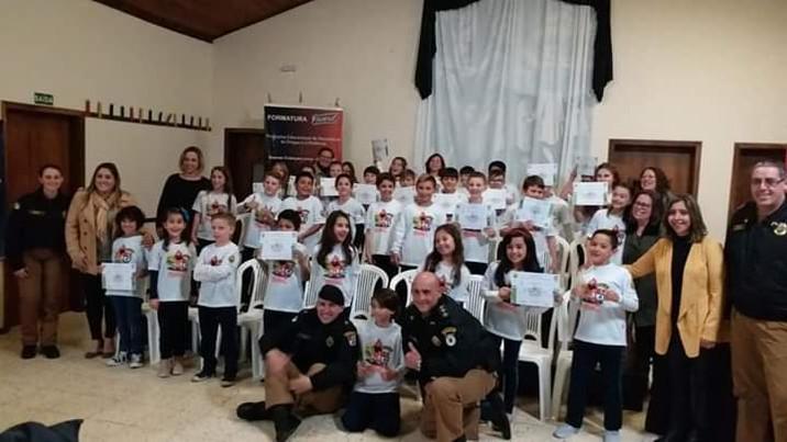 Alunos da Escola Aldeia Betânia comemoram formatura Proerd