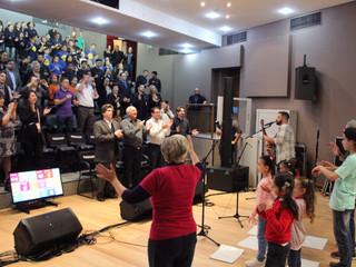 """Música """"Vamos Juntos"""" da Irmandade Betânia é apresentada em evento na FIEP"""