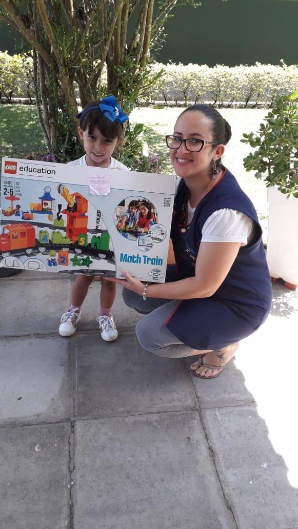 Alunos da Escola Aldeia Betânia ganham Kit Lego para brincar durante o verão