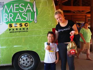 Sesc Mesa Brasil distribui aves Chester Perdigão para famílias do CEISB