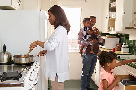 Social Distancing And Relationships Family in Kitchen, social distancing and relationships, COVID-19 divorce, COVID-19 relationship strain, coronavirus and relationships, coronavirus relationship strain
