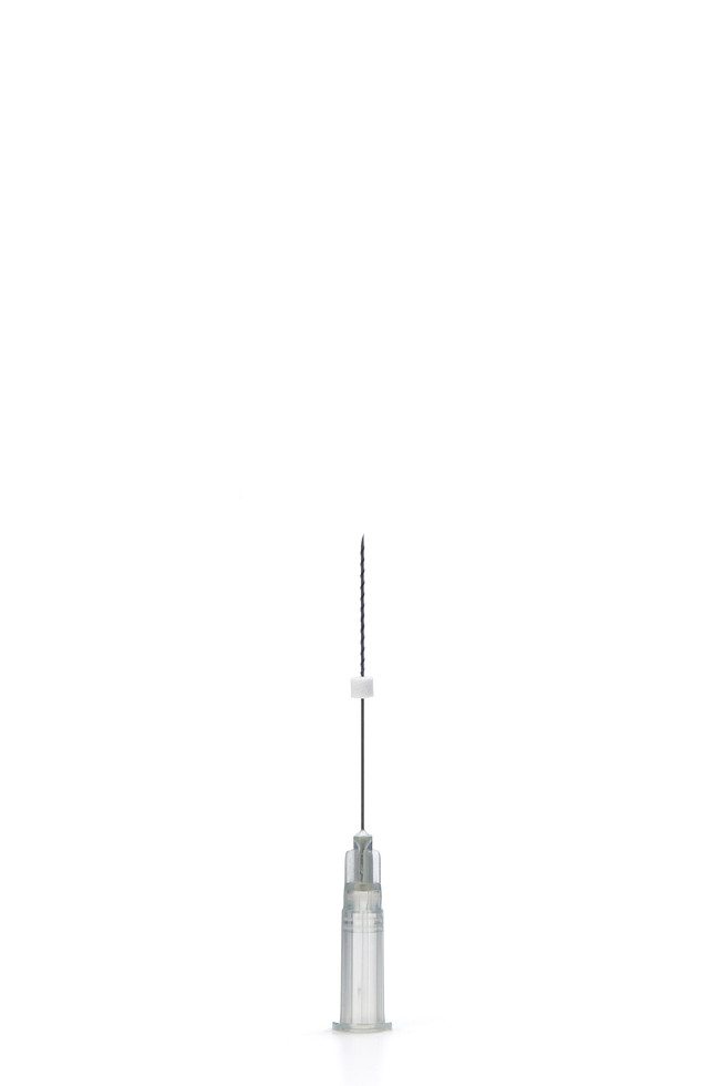 Threads that are twisted around the needle provide greater volume.Greater volume than a Mono thread. Double Thickness than a BasicScrew. Used as volume with two or more Mono threads. Sharp Needle. Thin thread without cogs