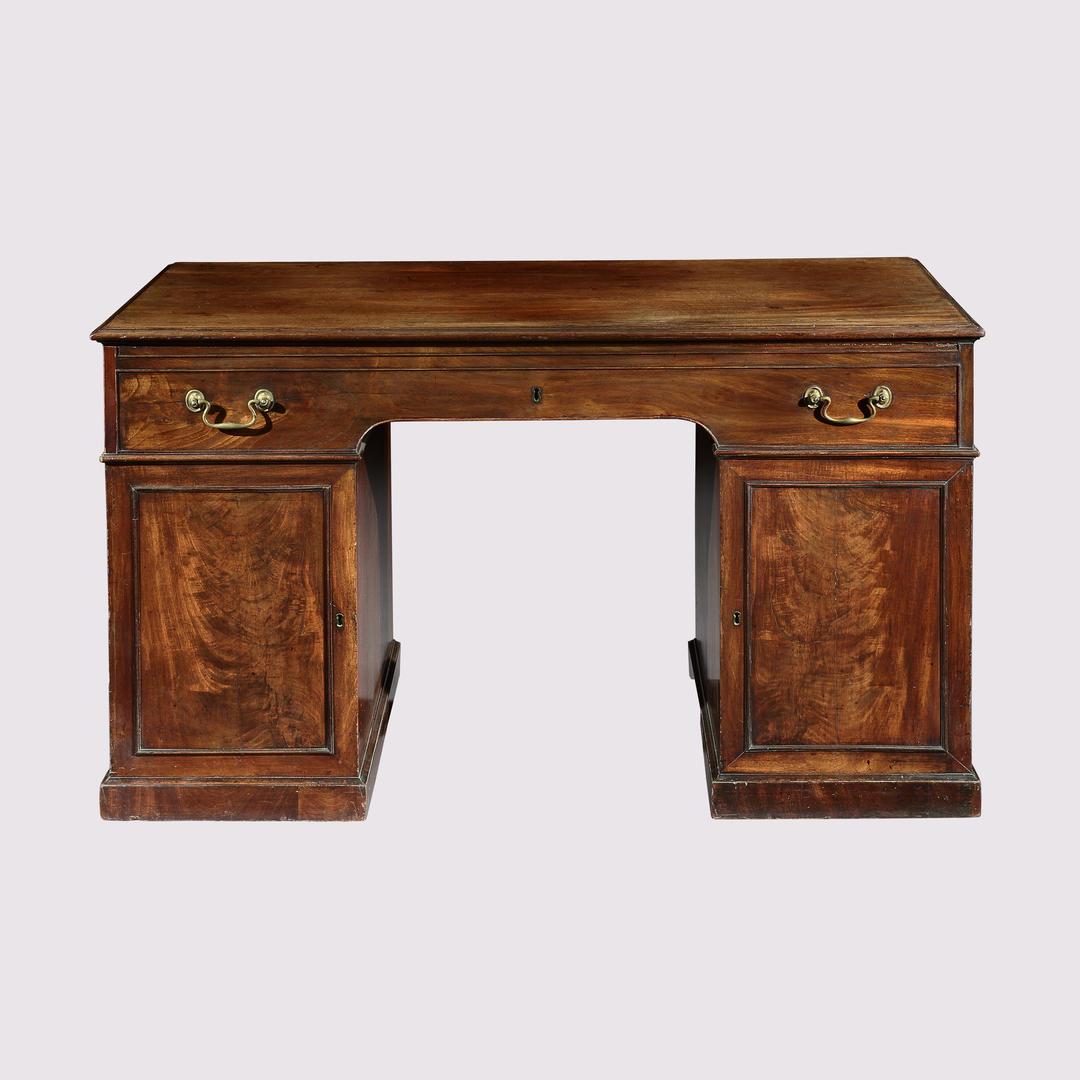 Linnell Desk - 4.jpg