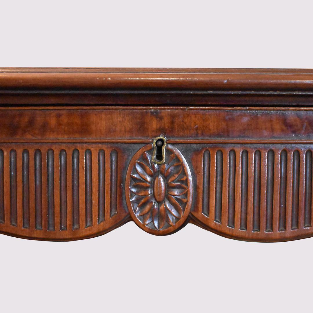 Linnell Desk - 2.jpg