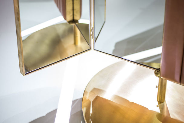 Portal Triptych Mirror - detail