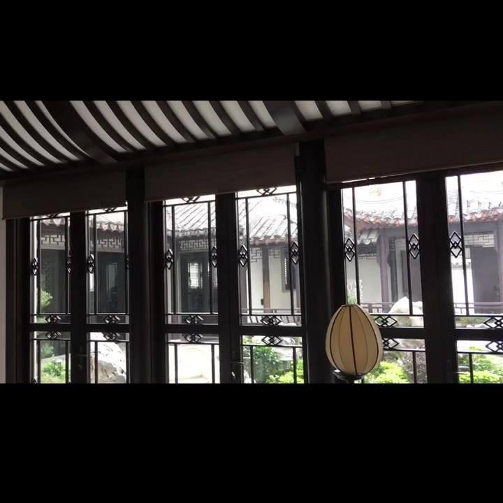 赤柱Housing加裝電動韓國浪紗簾、隨意調節光暗。