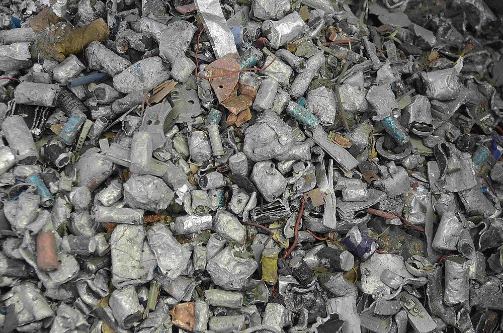 Recyklace světelných zdrojů probíhá ve specializovaných recyklačních zařízeních.