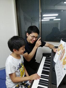 ピアノレッスン子ども1.jpg