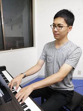 ピアノ教師長内一真.jpg