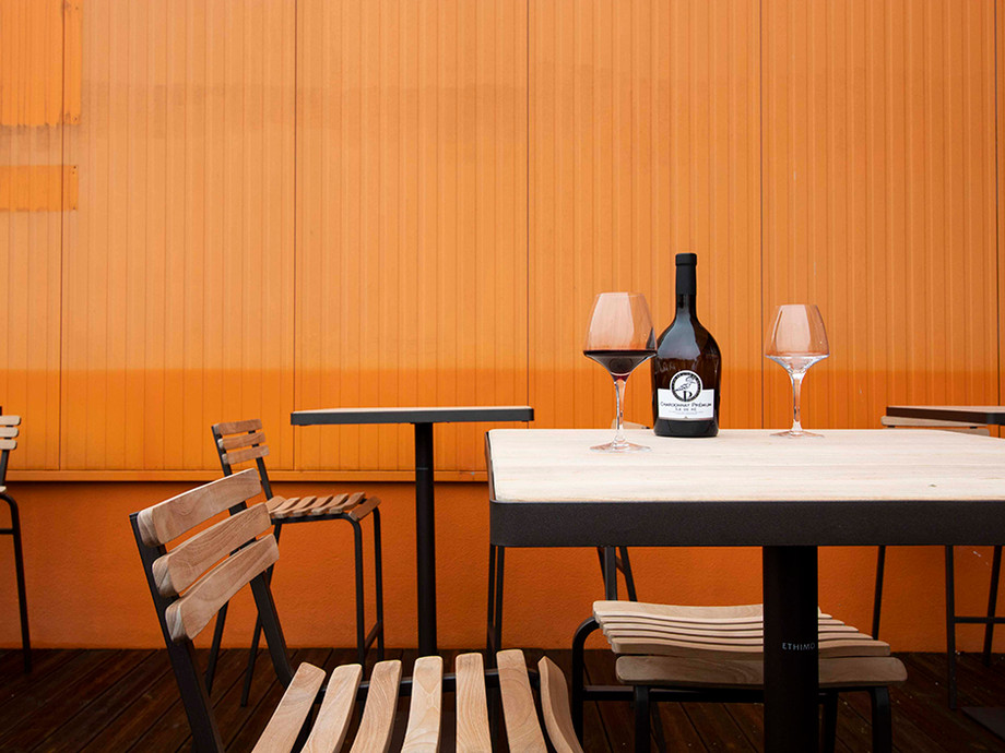 Vin sur table | Lagord