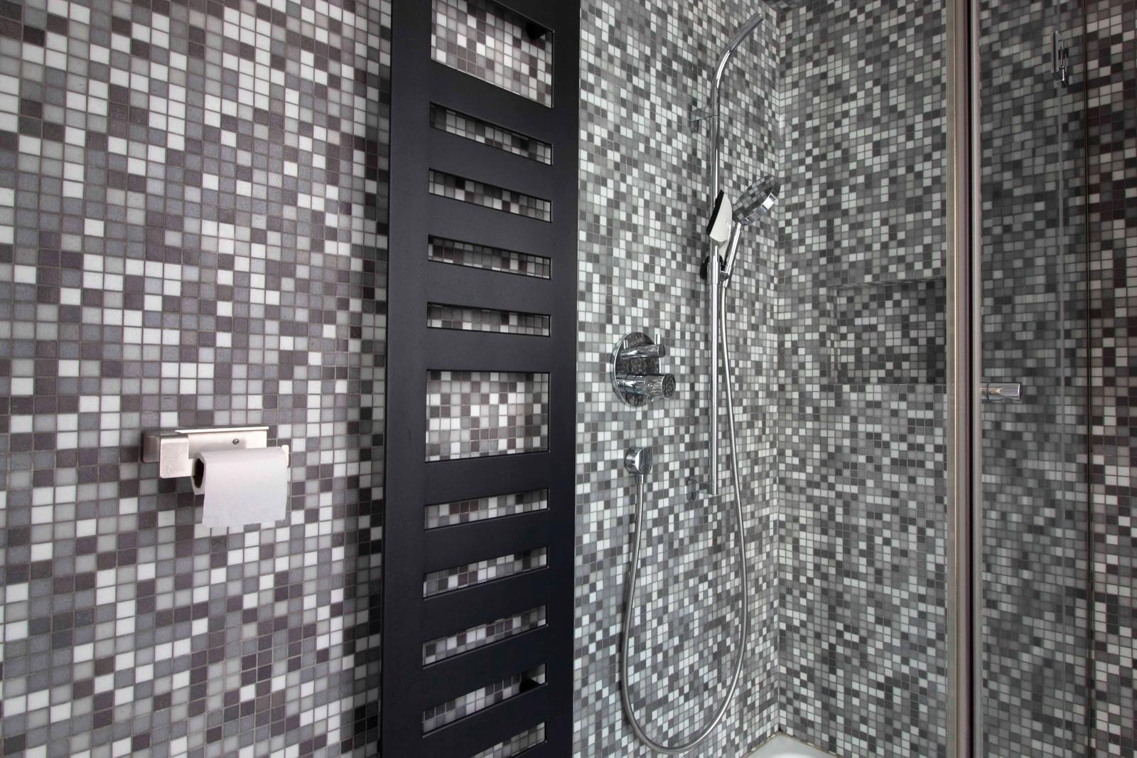 Octant AID | Salle de bain mosaïque noire