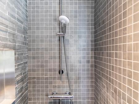 Plusieurs   salles de bains