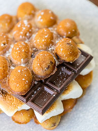 S'mores with Chocolate Hong Kong Egg Waffle, Hong Kong Street Eats, hongkongstreeteats, 香港街食, hk street eats