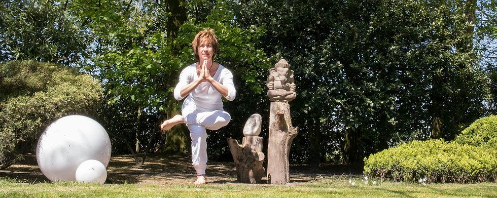 Yoga-Moers-Christel-Falk-Yogauebung