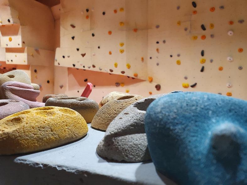 קיר טיפוס - חוגי טיפוס - לטפס מקצועי בשד