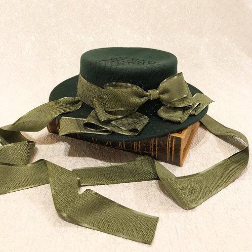 秋の調べのドレスハット(アラベスクグリーン)顎下リボン付きversion