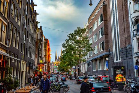 amsterdam-architecture-bikes-358178.jpg