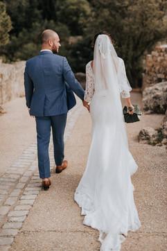Robe de mariée glamour en dentelle à Marseille