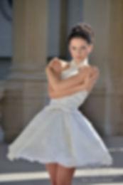 Robe de mariée courte avec son encolure