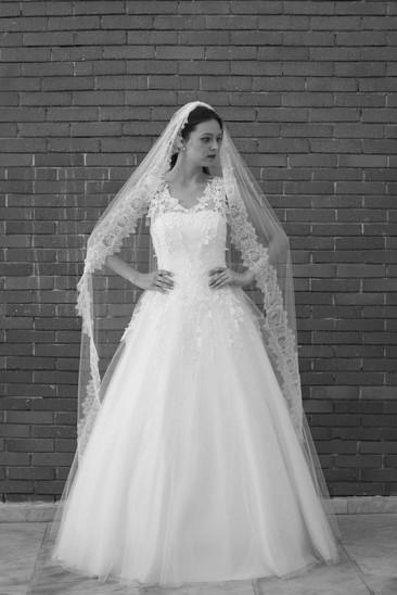 Robe de mariée Daïana en dentelle de Calais à Marseille