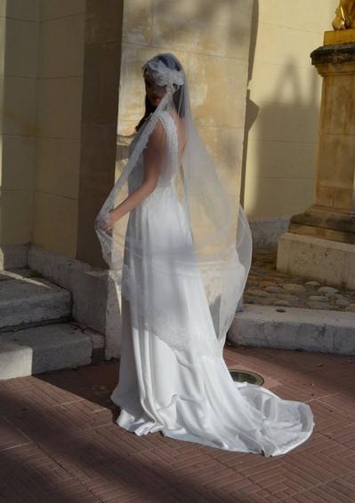 Robe de mariée romantique en dentelle de Calais à Marseille