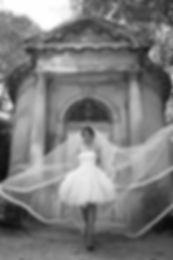 Robe de mariée bustier courte coupe sole