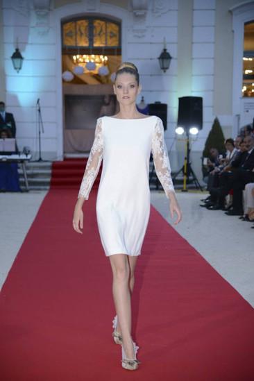Robe de mariée courte en crêpe en dentelle de Calais à Monaco