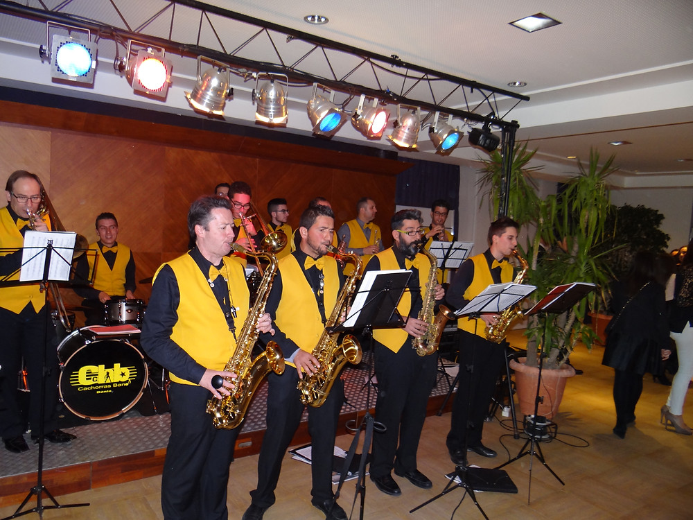 La Xaranga Cachorras Band va actuar en la Gala