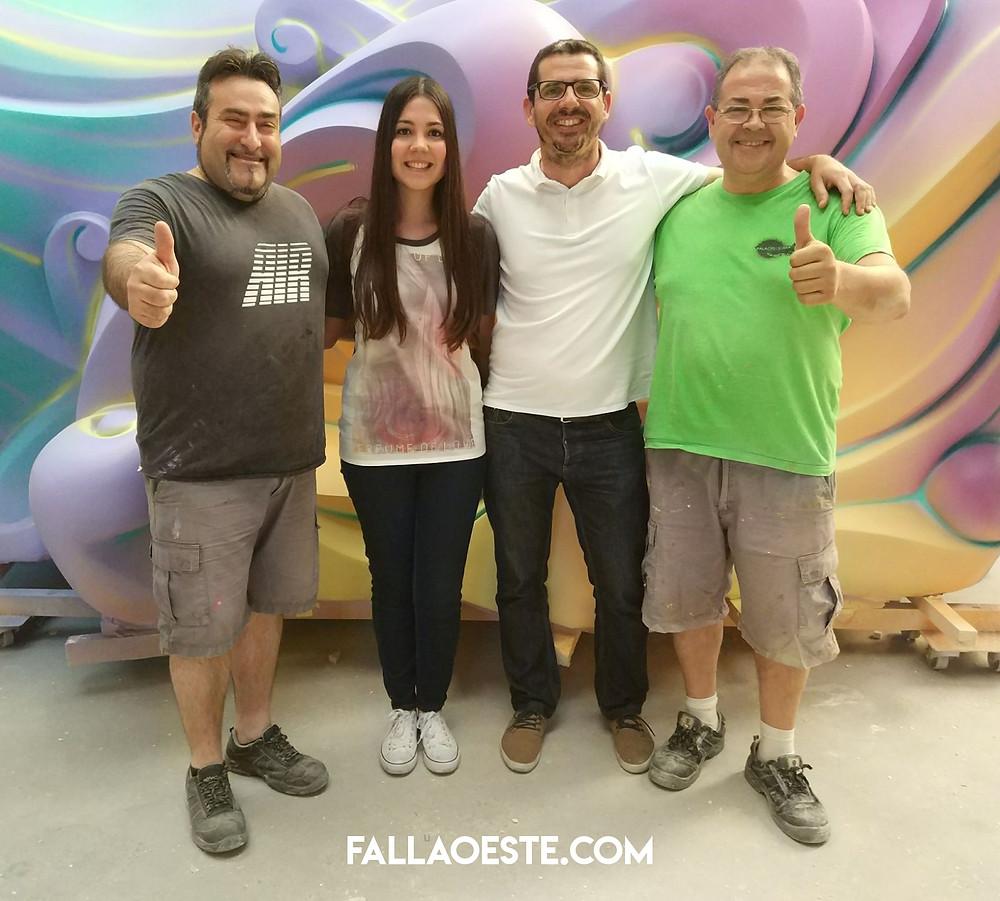 Cristina i Jose junt als artistes del taller Palacio i Serra, Luis i Pepe.
