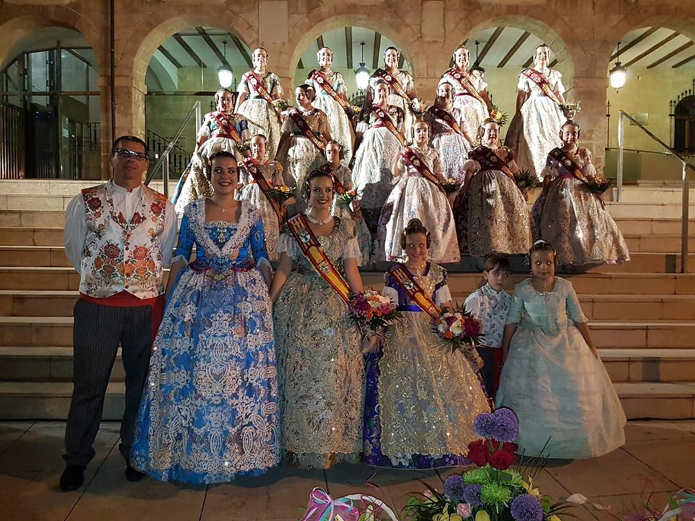 Els màxims representants de la Falla Oeste amb les Falleres Majors de Dénia 2019