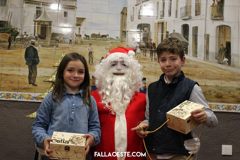 Celia i Aitor amb el Pare Noel