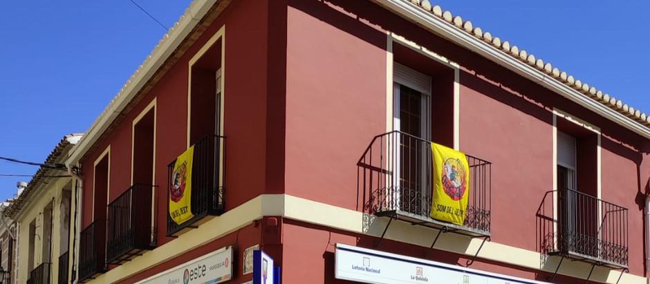 Les #FallesAlsBalcons plenen Dénia de groc!