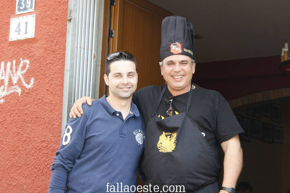 Entrega del obsequi a Rafa Jiménez, cuiner de l'apuntà