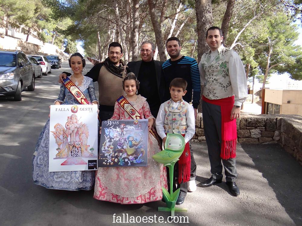Els artistes junt els esbossos i càrrecs 2015
