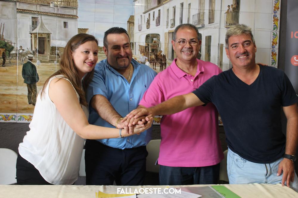 Rosa i Vicent amb els artesans Palacio i Serra