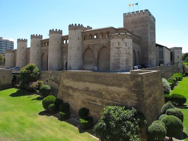 Palacio-de-la-aljaferia-zaragoza-para-ir-de-vacaciones