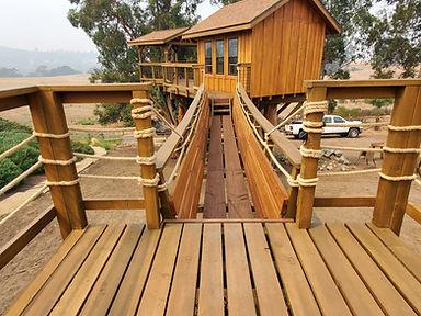 treehouse-suspension-bridge-builders[1].
