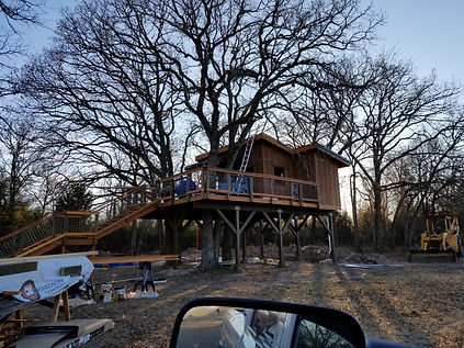 how do you build a treehouse between two trees?