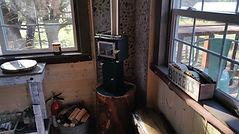 tiny-treehouse-fireplace