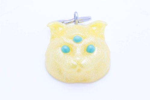 Scottish Fold 3 Eyed Resin Cat Keychain - Glitter Yellow w. Emerald Eyes
