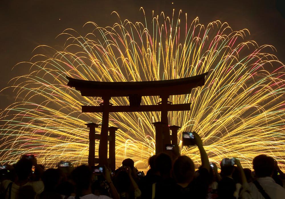 厳島神社の花火