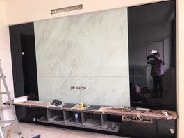電視牆應用-V26搭配黑色烤漆玻璃.jpg