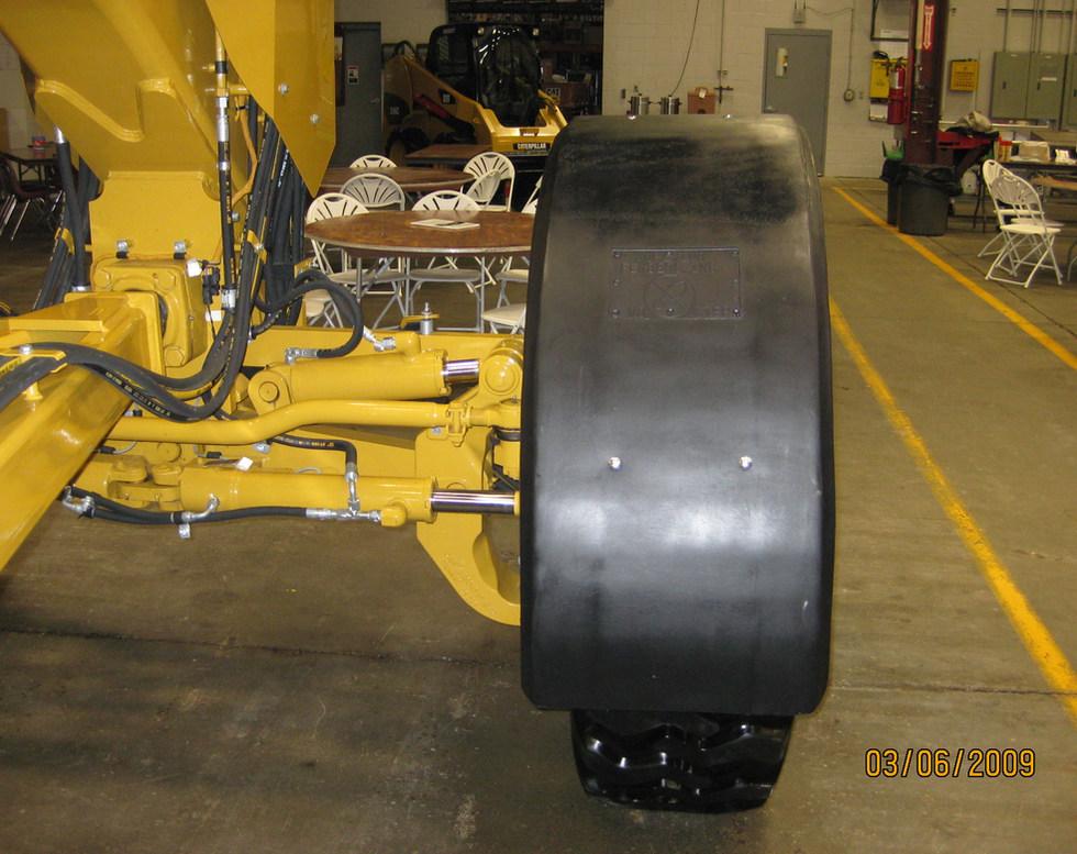 Cat 140m awd front 3.JPG