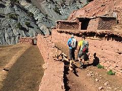 Viaggio trekking sul Jebel Toubkal | attraversamento dei tanti villaggi berberi surante il viaggio a piedi in Marocco