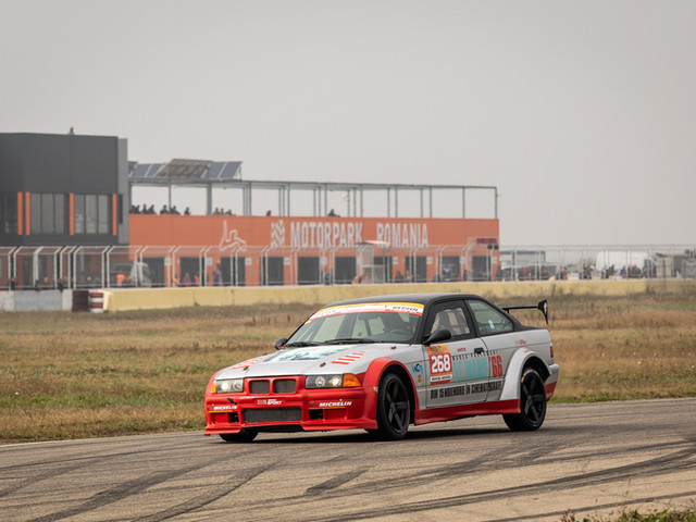 Dinu Dumitrascu & Alex Siclovan #268 BMW 325i