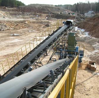 Conveyor belt and crusher