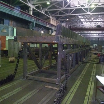Grate table during assembly in the factory