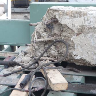 Железобетонный столб готов к переработке