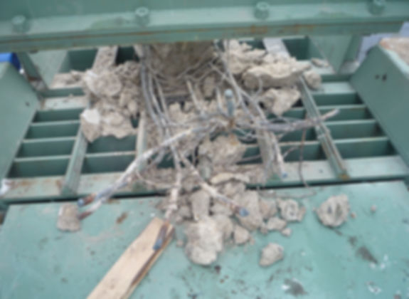 Recycling of reinforced concrete, separation of iron fittings